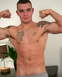 Check Oiled Up Amateur Straight Hunk